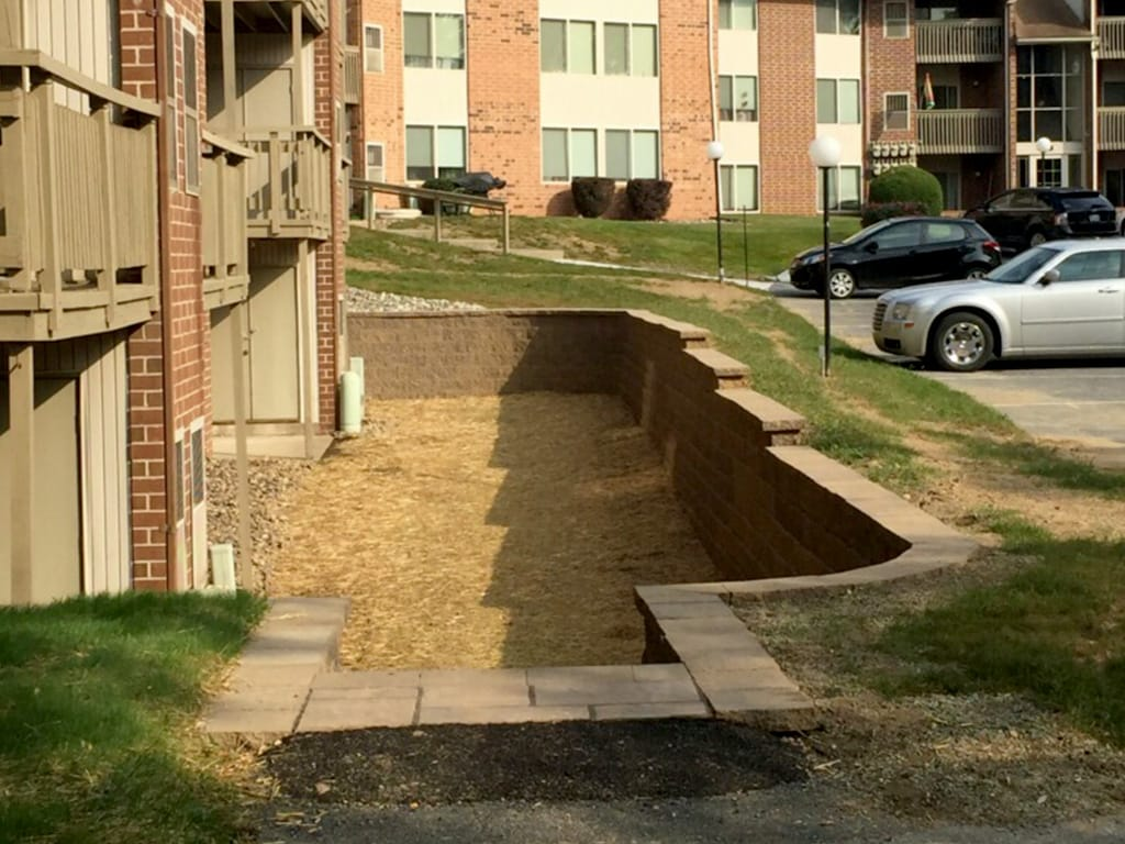 Apartment complex retaining wall & steps