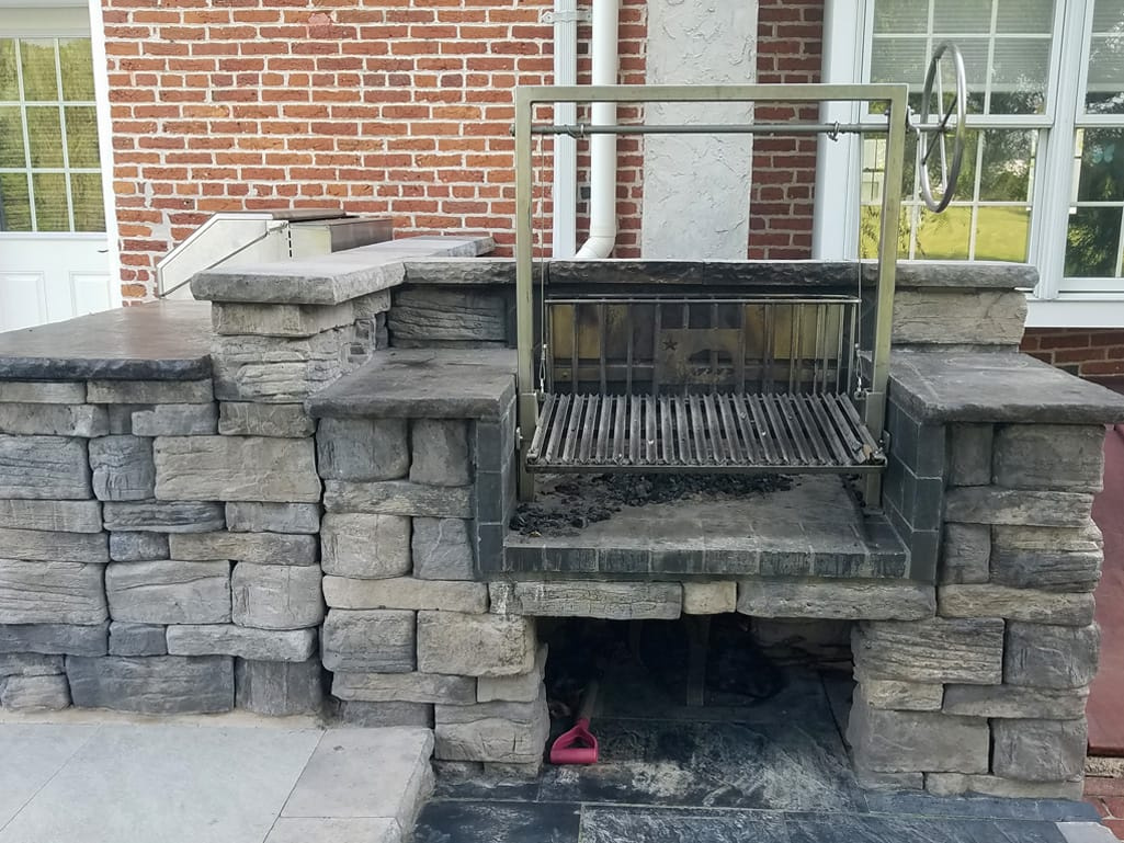 Outdoor brick oven with belvedere