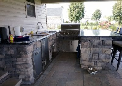 Outdoor kitchen with Canyon Belvedere Block