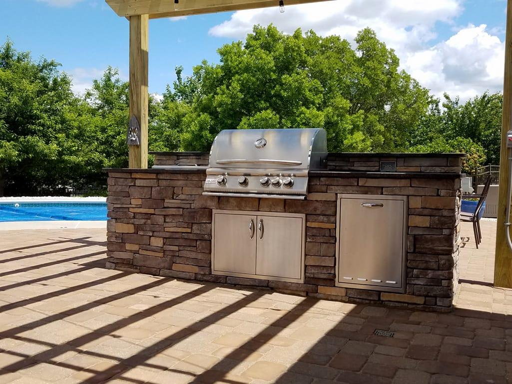 Outdoor kitchen & pool patio