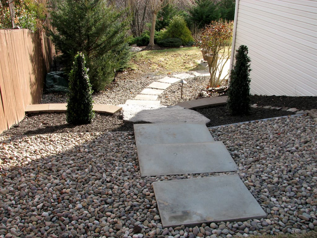 Canyon Irregular steps & square stepping stones leading to the front yard