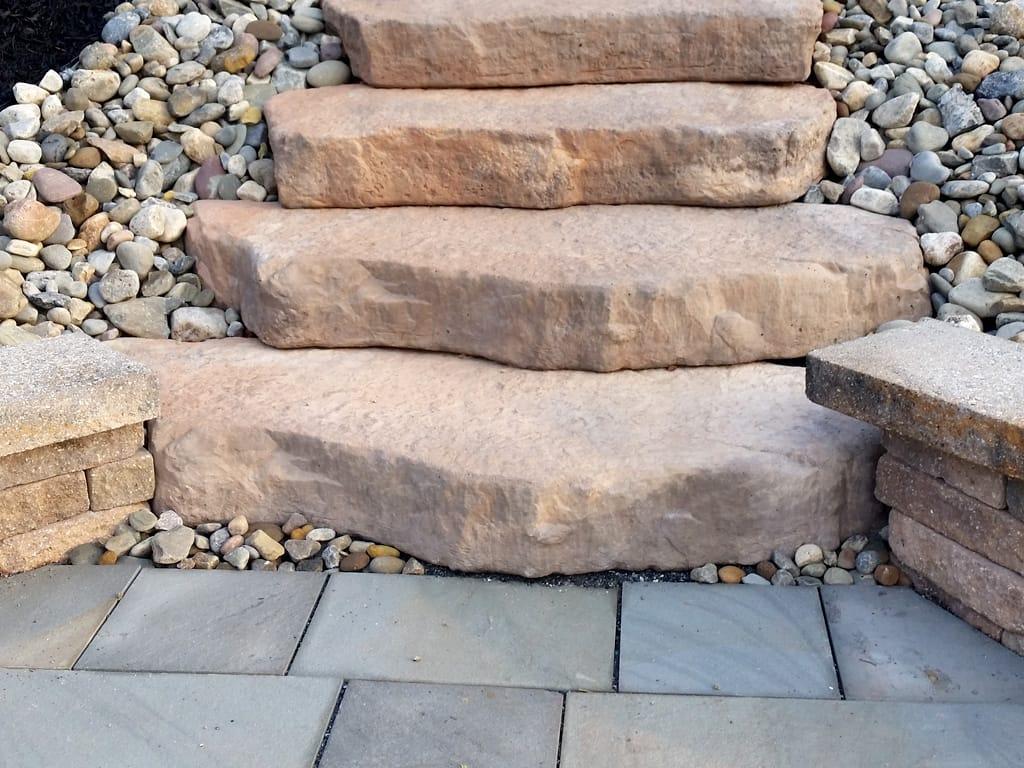 Saddle Irregular steps with bluestone landing