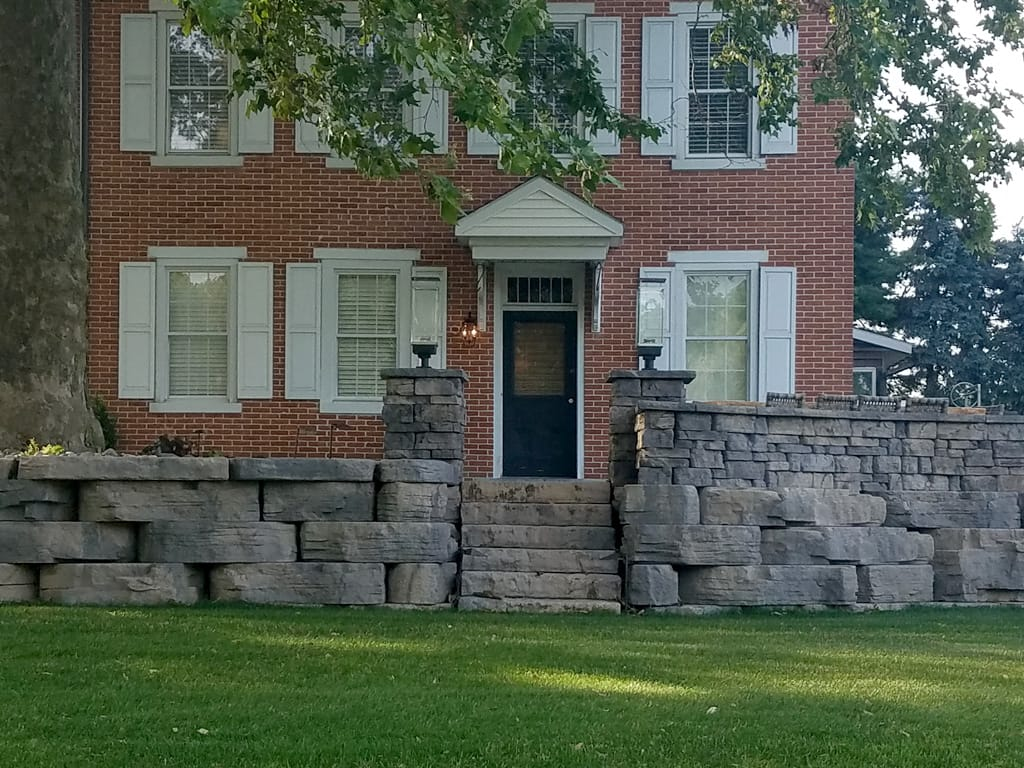 Dimensional steps with outcropping walls and Belvedere sitting wall