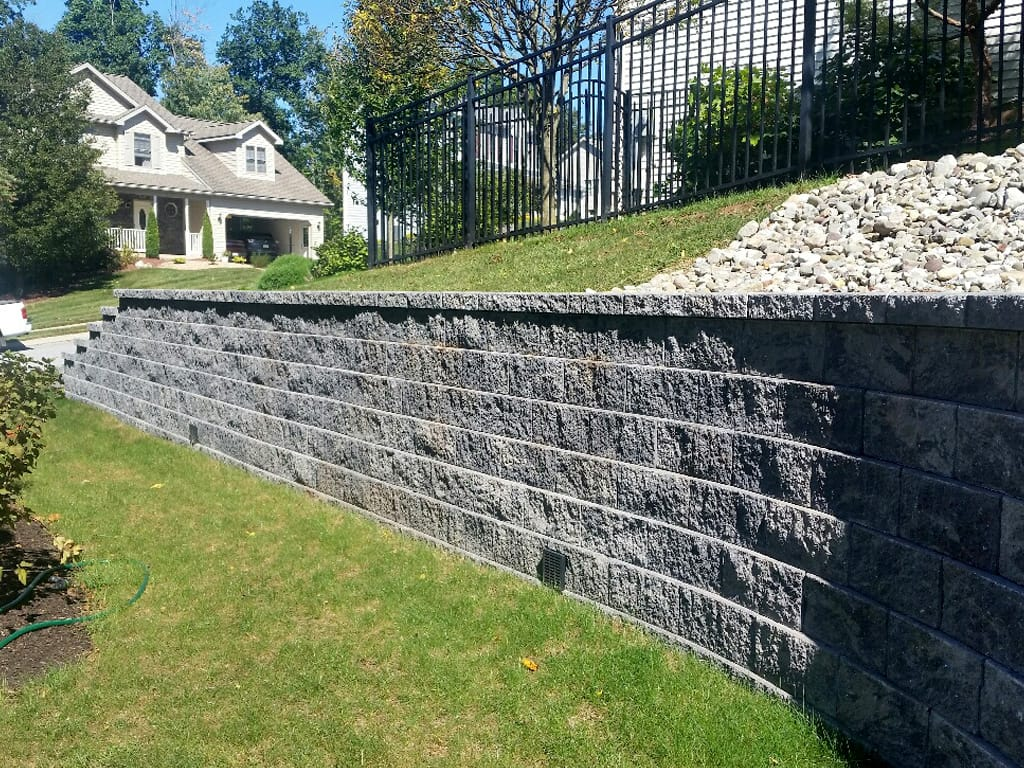 Diamond Pro retaining wall in granite